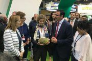 FERIMEL recibe a la Ministra Tejerina en el stand de Fruit Attraction