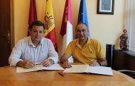 Manuel Serrano firma un convenio con FUDECU por valor de 30.000 euros para apoyar y mejorar la cualificación profesional del sector cuchillero