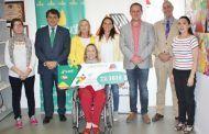 Fundación Caja Rural CLM y Grupo Tello Alimentación entregan a ADEMTO un cheque de 22.161 €