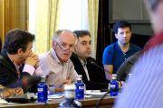 """Parrilla a Mena: """"La Diputación invierte allí donde hay necesidades y no donde gobierna uno u otro partido"""""""