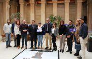El alcalde de Albacete anuncia la colocación de un millar de carteles adaptados para personas con discapacidad en los edificios municipales