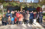 Los centros educativos y los mayores de Argamasilla de Alba se congregan para cantar villancicos frente al Belén de Brazos Abiertos