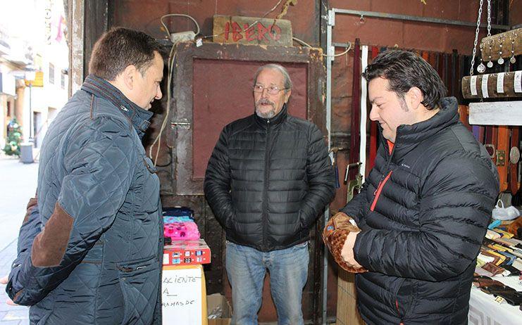 Manuel Serrano anima a los albaceteños a visitar el Mercado Navideño para disfrutar del