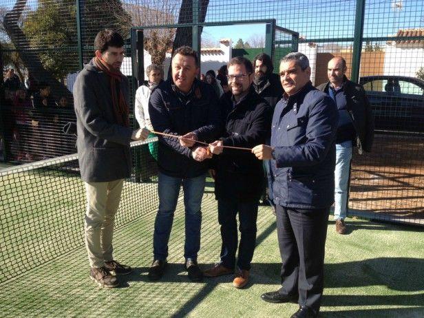 Inaugurada la pista municipal de pádel en Cinco Casas