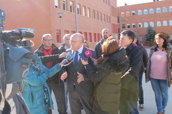 El Gobierno regional evalúa los daños provocados en diferentes edificios públicos de Caudete por el seísmo y traslada un mensaje de tranquilidad a la población