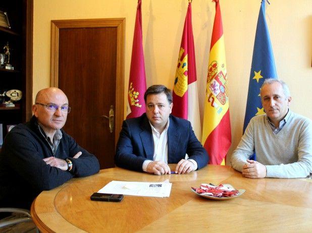 Manuel Serrano confía en que la celebración del XIV Coloquio sobre 'Geografía Urbana' se celebre en nuestra ciudad