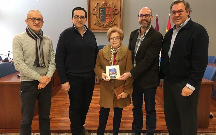 La criptanense, Mª Paz Pérez Alberca, se hace con el primer premio de la campaña de reciclaje de Comsermancha