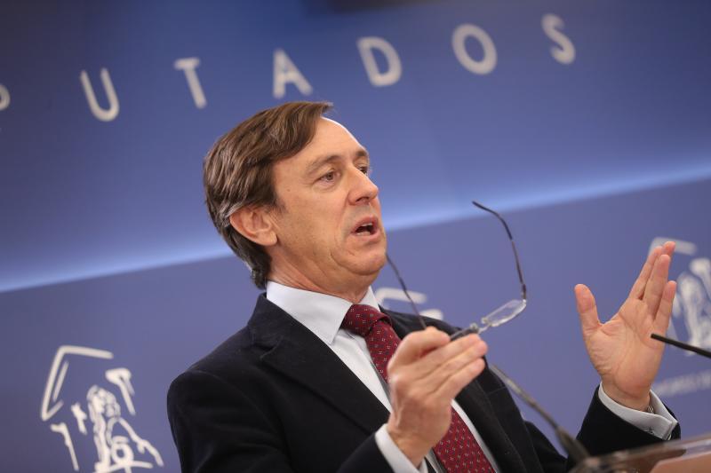 Hernando (PP) pregunta a los independentistas si quieren a Iker Jiménez en el Parlament