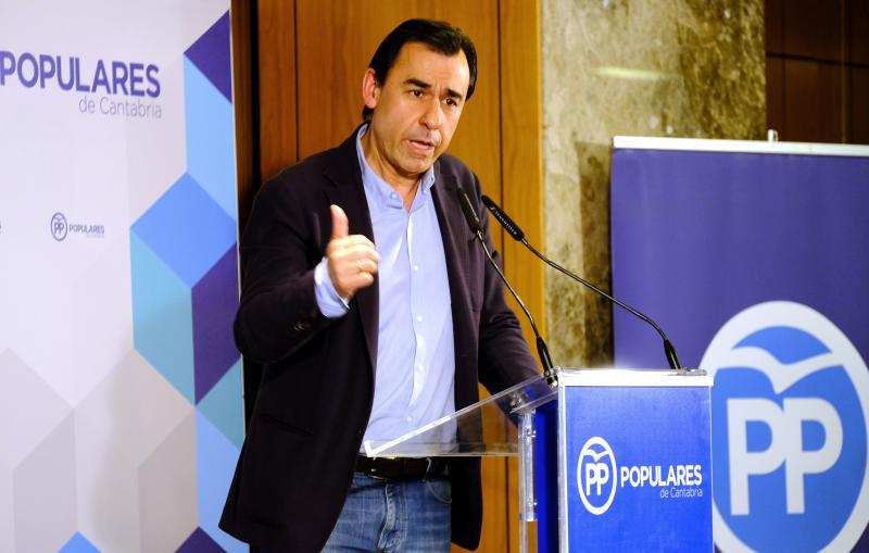"""El PP acusa a Cs de """"populismo"""" y le pide aprovechar su """"sintonía"""" con Podemos en Cataluña"""