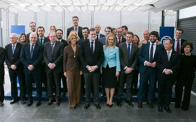 Rajoy convoca a sus 'barones' para acercar posiciones en financiación y fijar la agenda ante el empuje de Cs