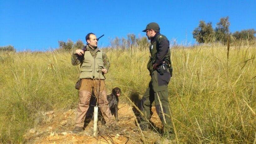 VOX en marcha: Pega de carteles y defensa de la tauromaquia, la caza, la agricultura y la ganadería en Montesur