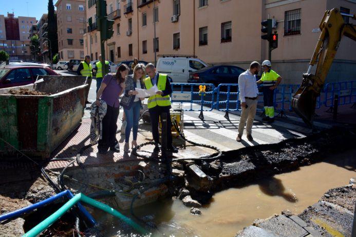 El servicio de agua trabaja desde la noche para restablecer el suministro tras una avería registrada en la Reconquista