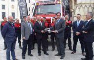 Ángel Mariscal presenta el camión de bomberos que dará respuesta a incendios, inundaciones y nevadas