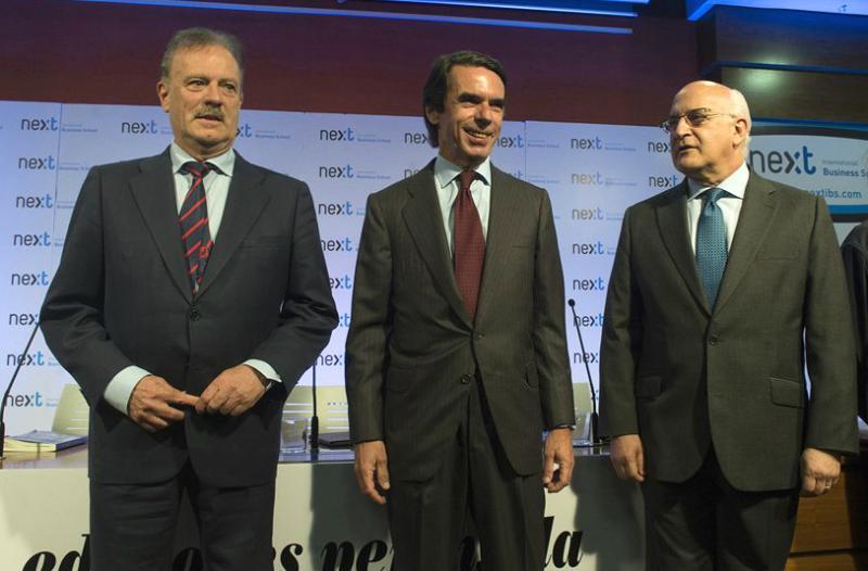 Aznar declina elegir entre Sáenz de Santamaría y Casado, pero insiste en refundar el centro-derecha