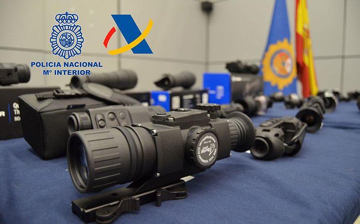 Cae una red de contrabando de visores para armas de fuego con tres detenidos en Albacete, Badajoz y Talavera