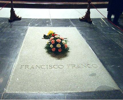 Los nietos de Franco reciben la notificación del expediente de exhumación