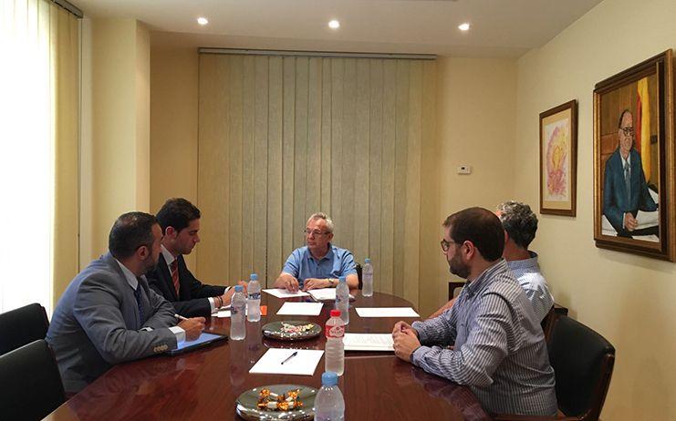 Cs C-LM se reúne con el Colegio de ingenieros de Caminos, Canales y Puertos para abordar los principales retos en esta materia en la región