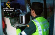 La Guardia Civil investiga al conductor de un camión tras sufrir un accidente de circulación que sextuplicaba la tasa de alcoholemia