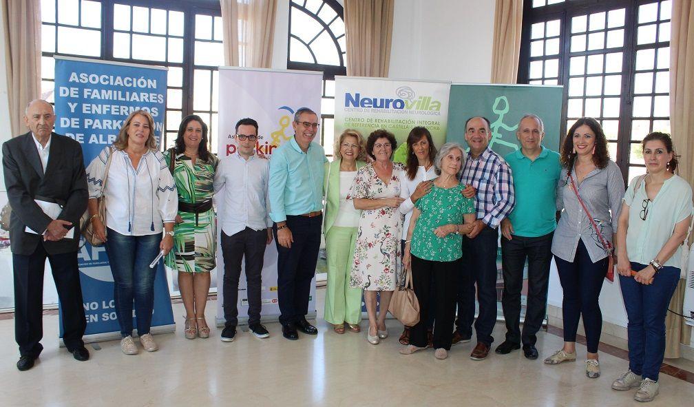 María Gil, Llanos Navarro y Juan Francisco Jerez han asistido al acto de sensibilización e información que han organizado las asociaciones de Párkinson