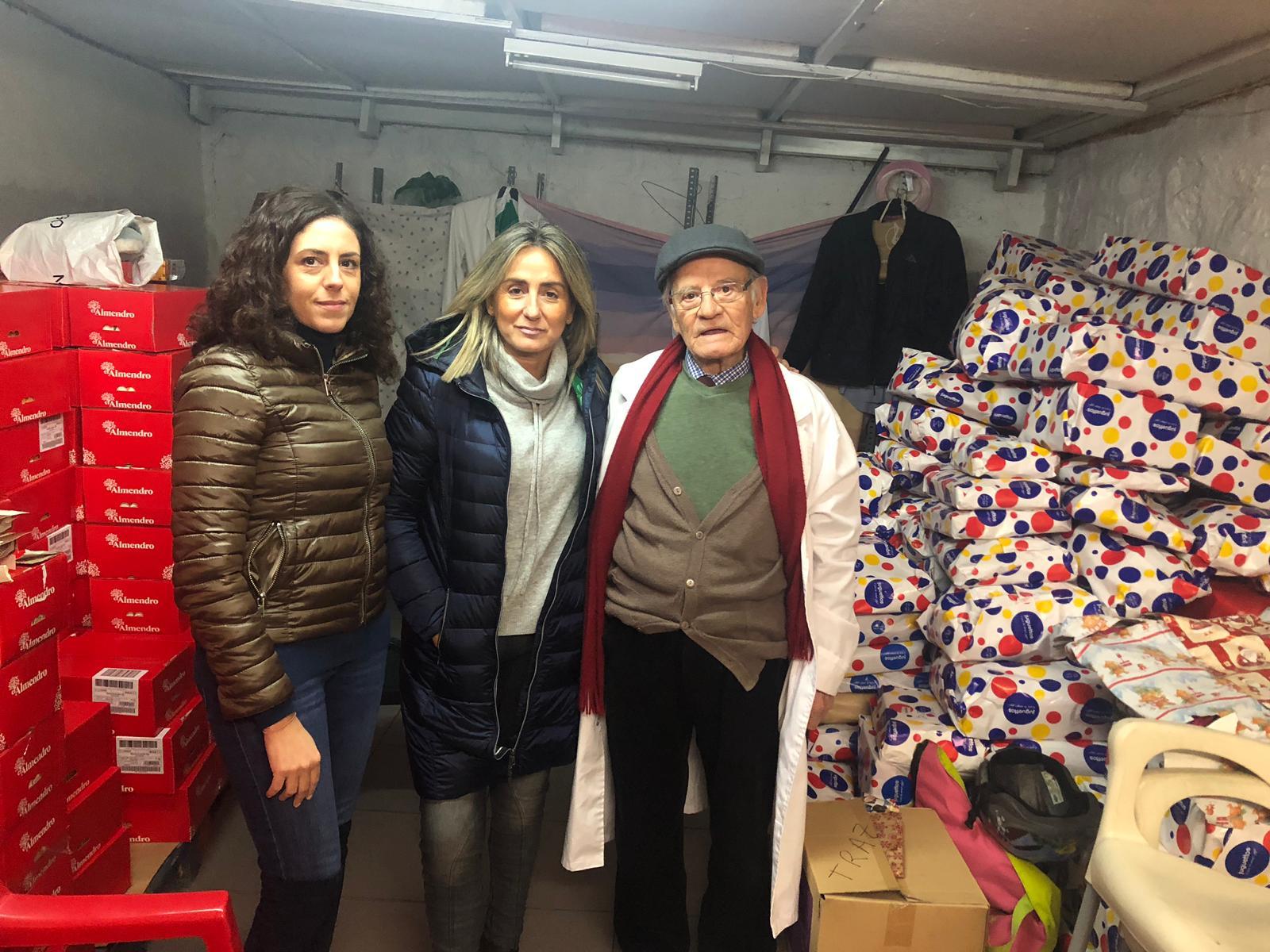 Tolón visita la ONG 'Socorro de los Pobres', un día antes de su reparto de Navidad con el que esperan llegar a 4.000 hogares