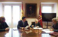 Mariscal y Torner sellan ante notario la donación de 88 obras del artista al Ayuntamiento de Cuenca