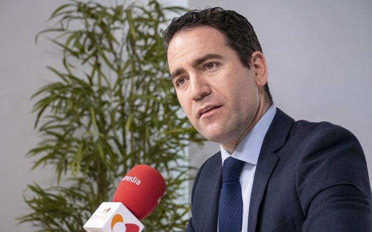 El PP sugiere a Calvo que lleve también a la Fiscalía a los socialistas que simularon guillotinar a Rajoy