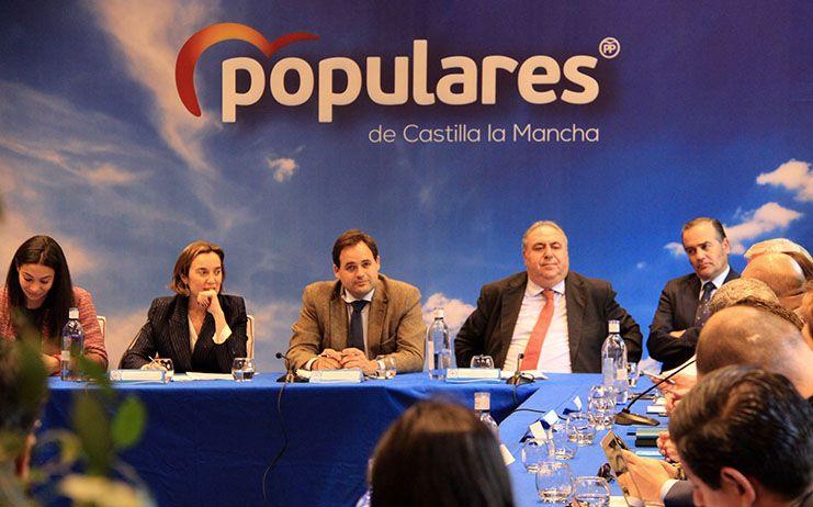 Núñez se compromete a trabajar para que el transporte interurbano gestionado por la Junta sea accesible para personas con discapacidad