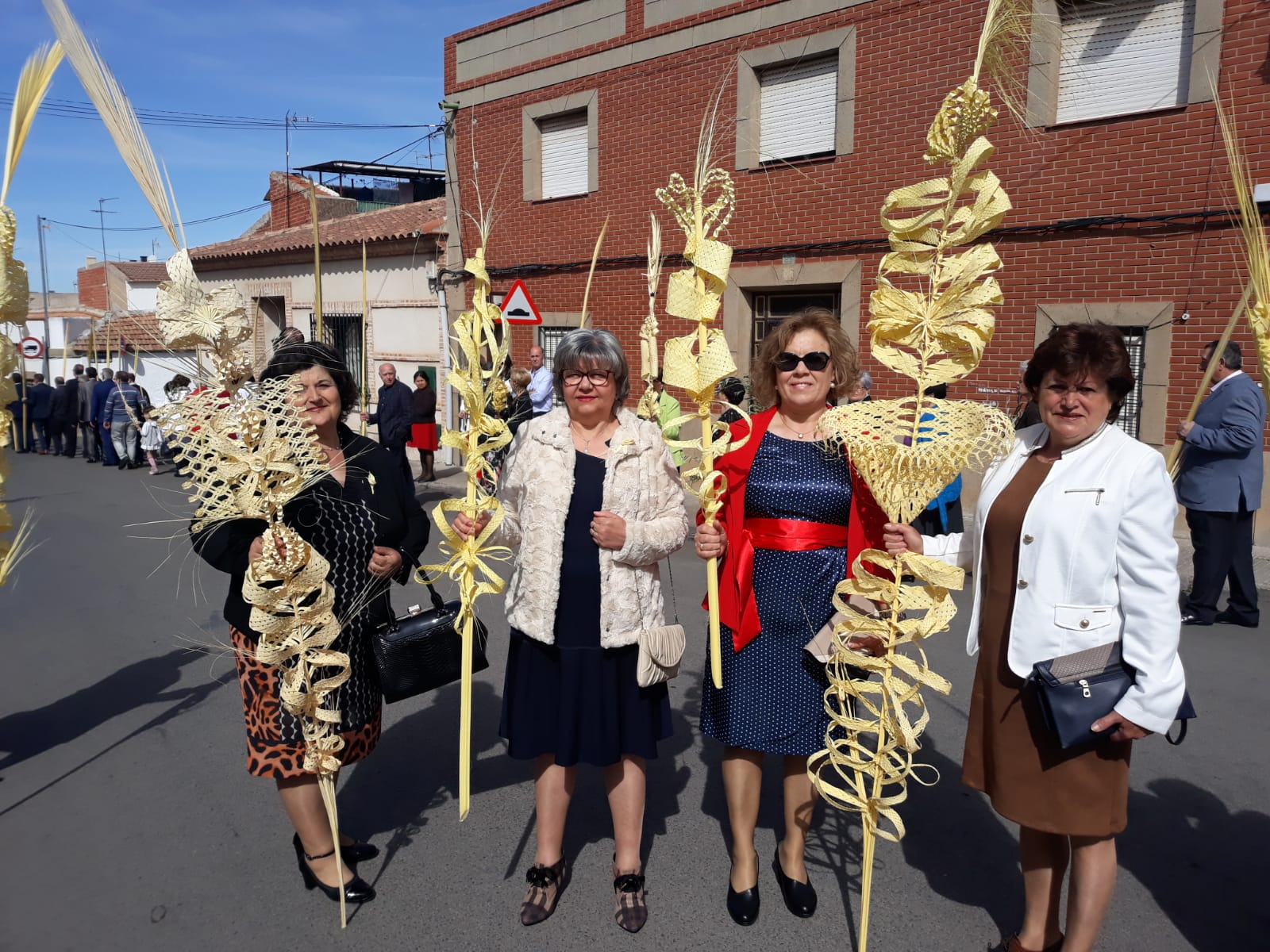 AMFAR mantiene la tradición del Rizado de Palmas esta Semana Santa