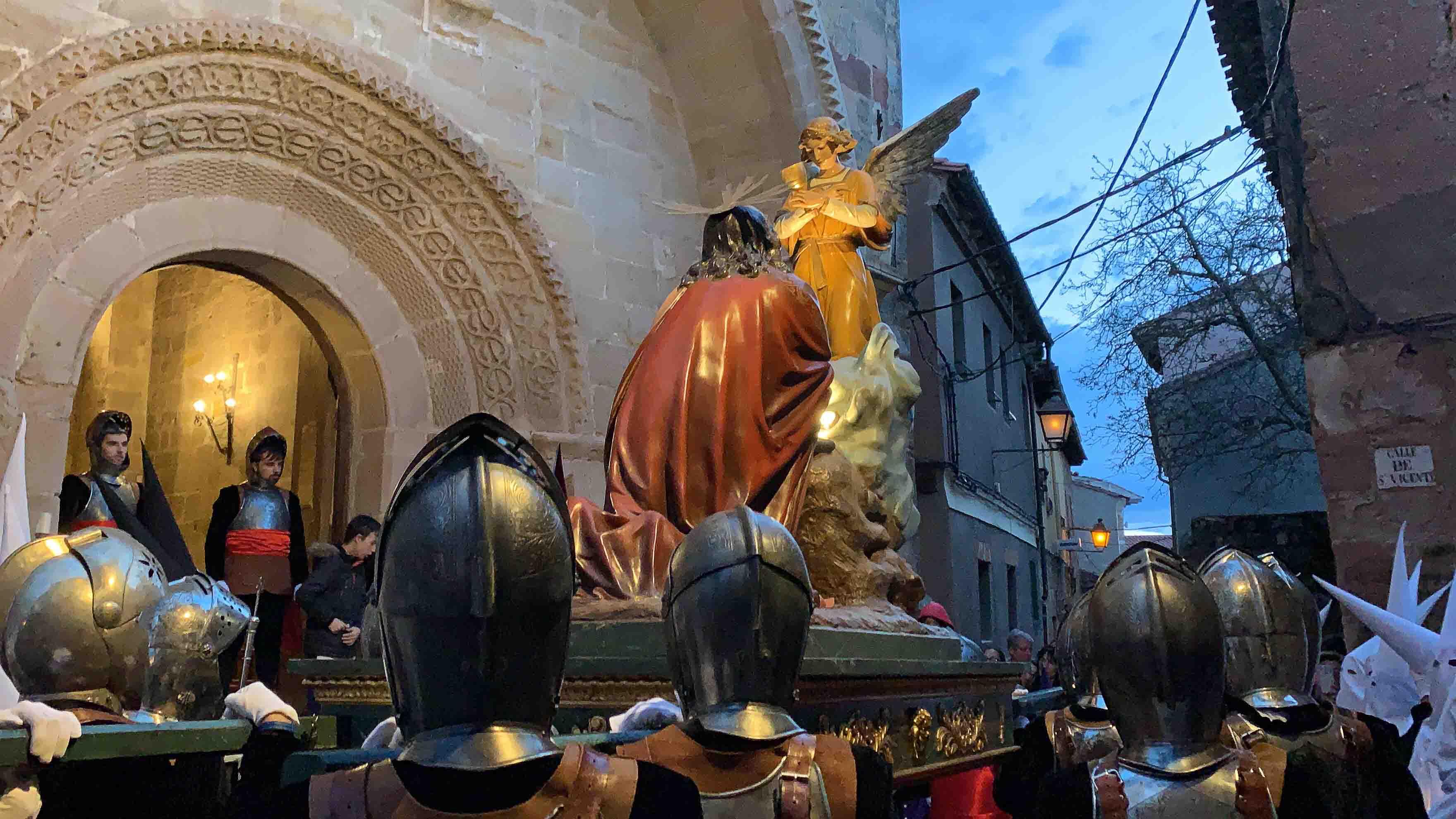 La procesión de Lunes Santo resuena en las travesañas