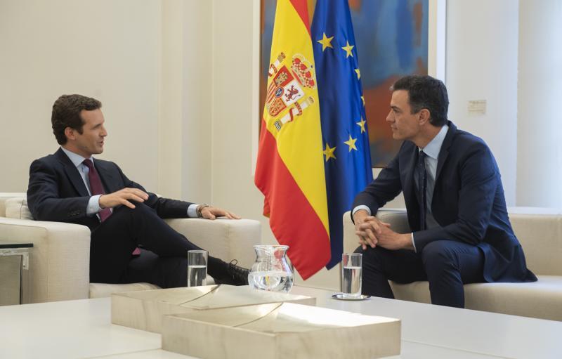 Casado reafirma ante Sánchez que no se abstendrá en la investidura