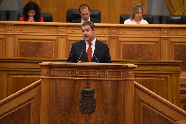 García-Page propone a las fuerzas parlamentarias grandes pactos en empleo, agua, servicios públicos, etc