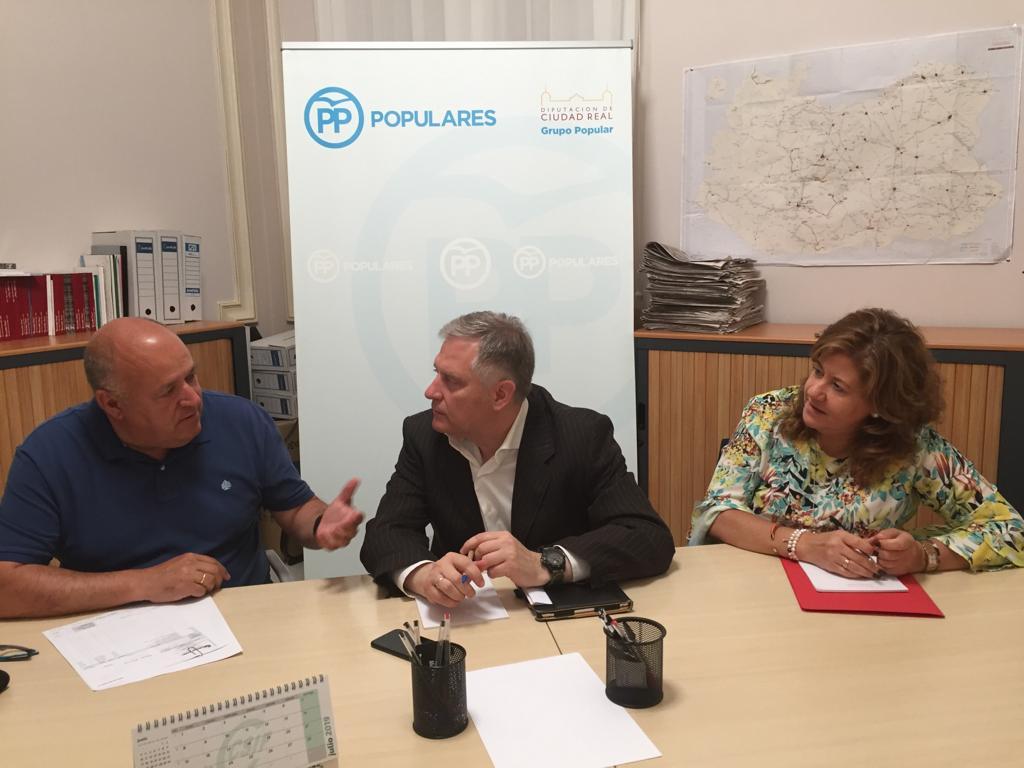 Cañizares se interesa por las demandas de Almuradiel