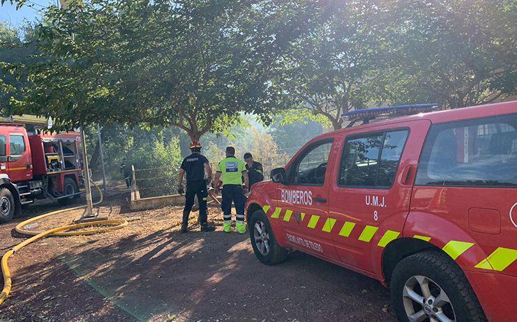 Un bombero municipal resulta herido en las tareas de rescate de un menor durante el incendio registrado detrás de la Fábrica de Armas