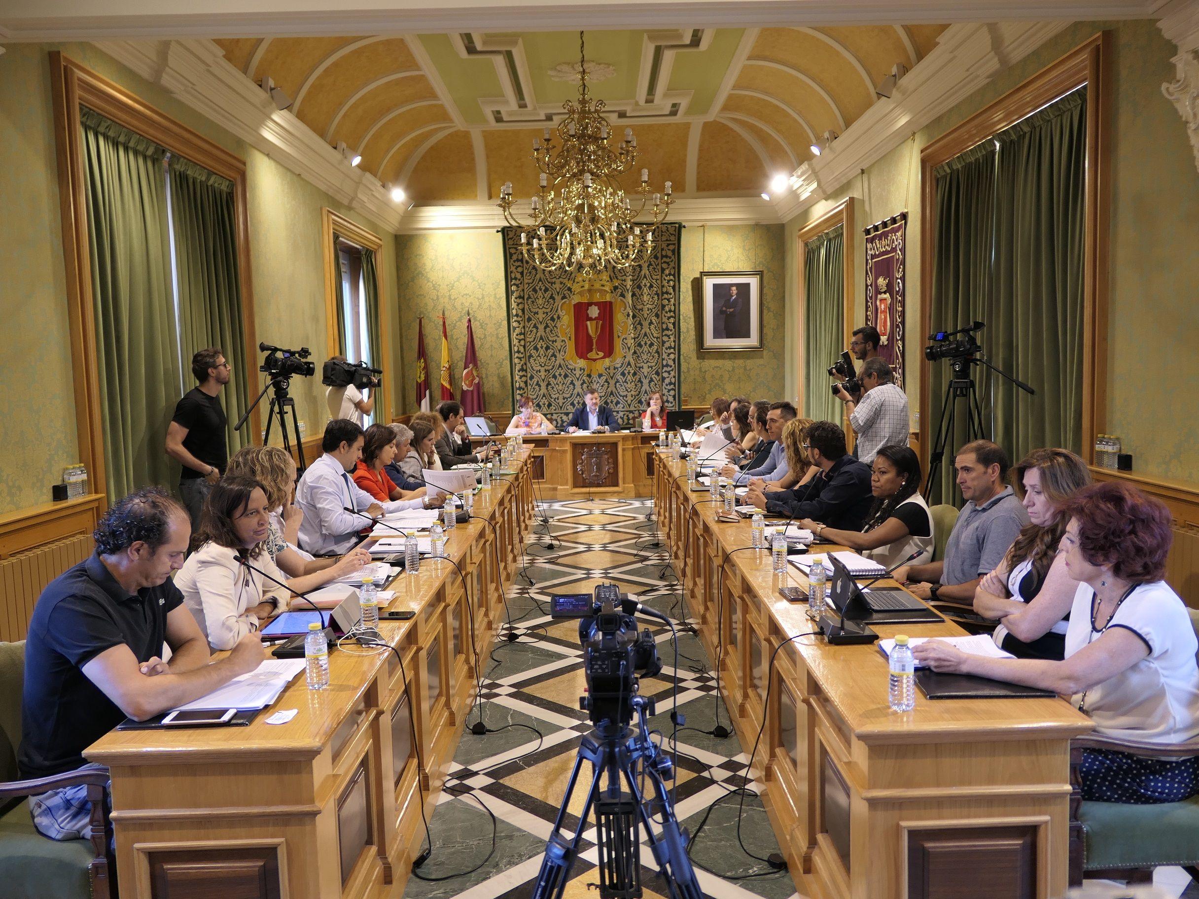 El Pleno orgánico aprueba la dedicación exclusiva de ocho de los 25 concejales