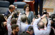 Díaz Ayuso defiende la bajada de impuestos en su toma de posesión como presidenta