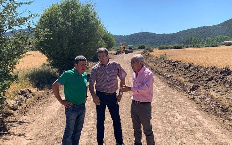 Diputación de Cuenca y Junta continúan con la rehabilitación de los caminos en la Serranía Alta