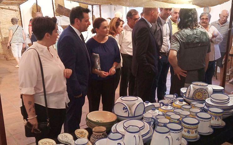 La Diputación destaca destaca la relevancia comarcal y provincial de la feria de arte y artesanía de La Jara y Los Montes de Toledo