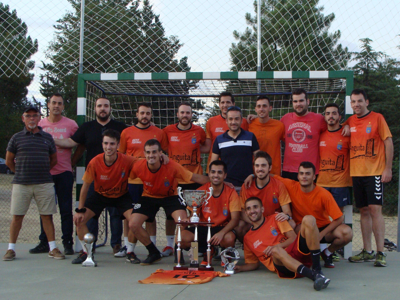 David Pascual felicita al alcalde de Ciruelos del Pinar por el éxito de su trigésimo torneo de fútbol-sala