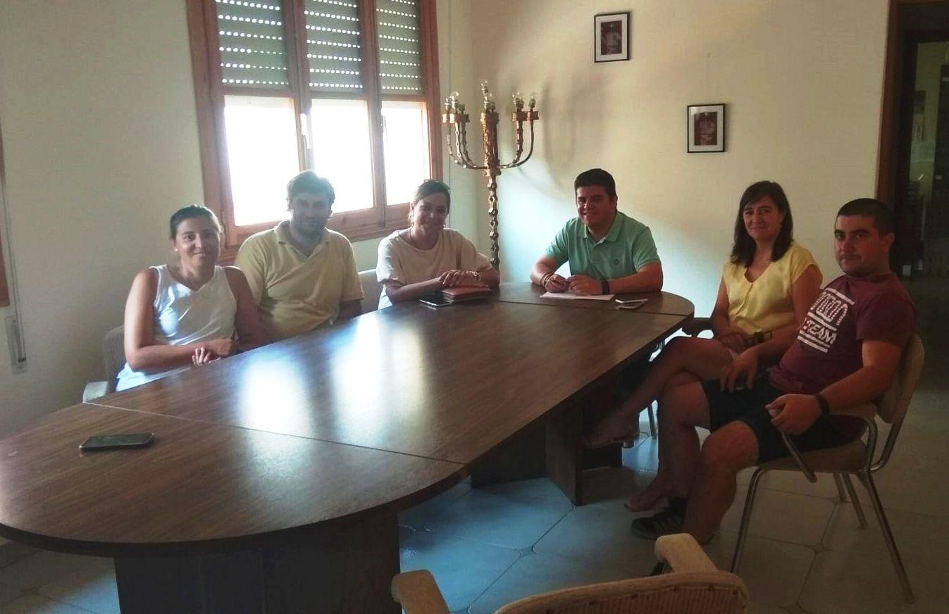 Villanueva se compromete con el equipo de Gobierno de Arbancón a colaborar para lograr la llegada de nuevos pobladores al municipio