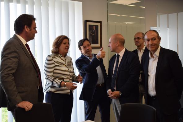 El Gobierno de Castilla-La Mancha impulsará una comisión de trabajo conjunta con el Consejo Regional de Cámaras de Comercio