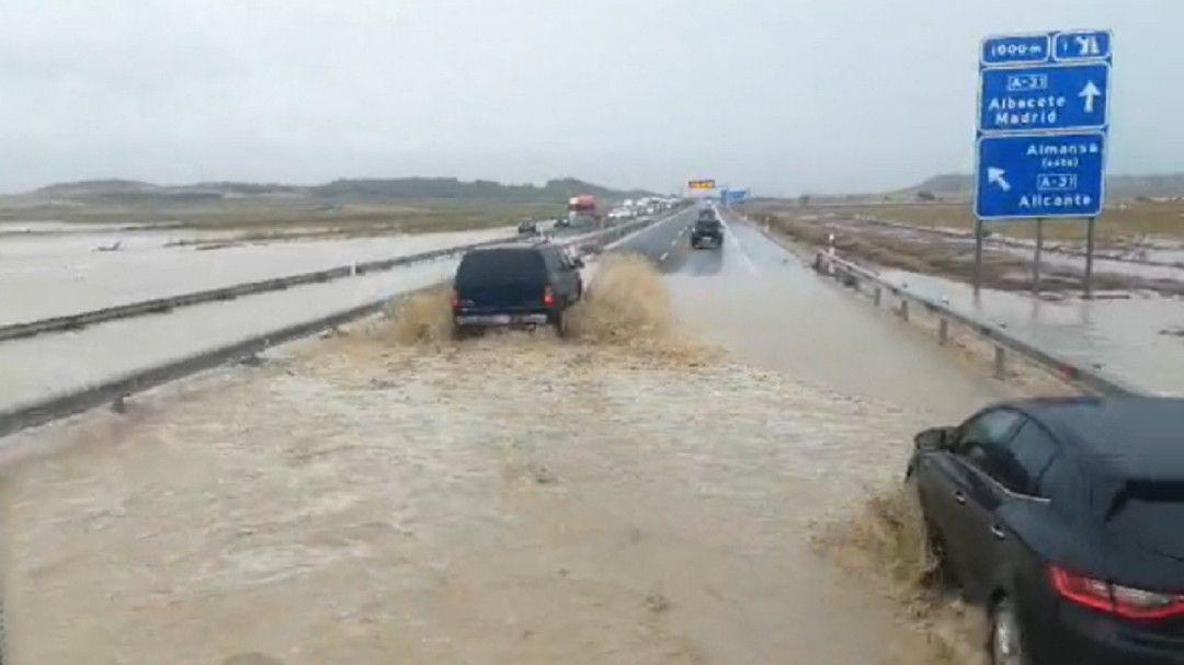 Fallecen dos personas en Caudete en su vehículo tras ser arrastrado por el agua