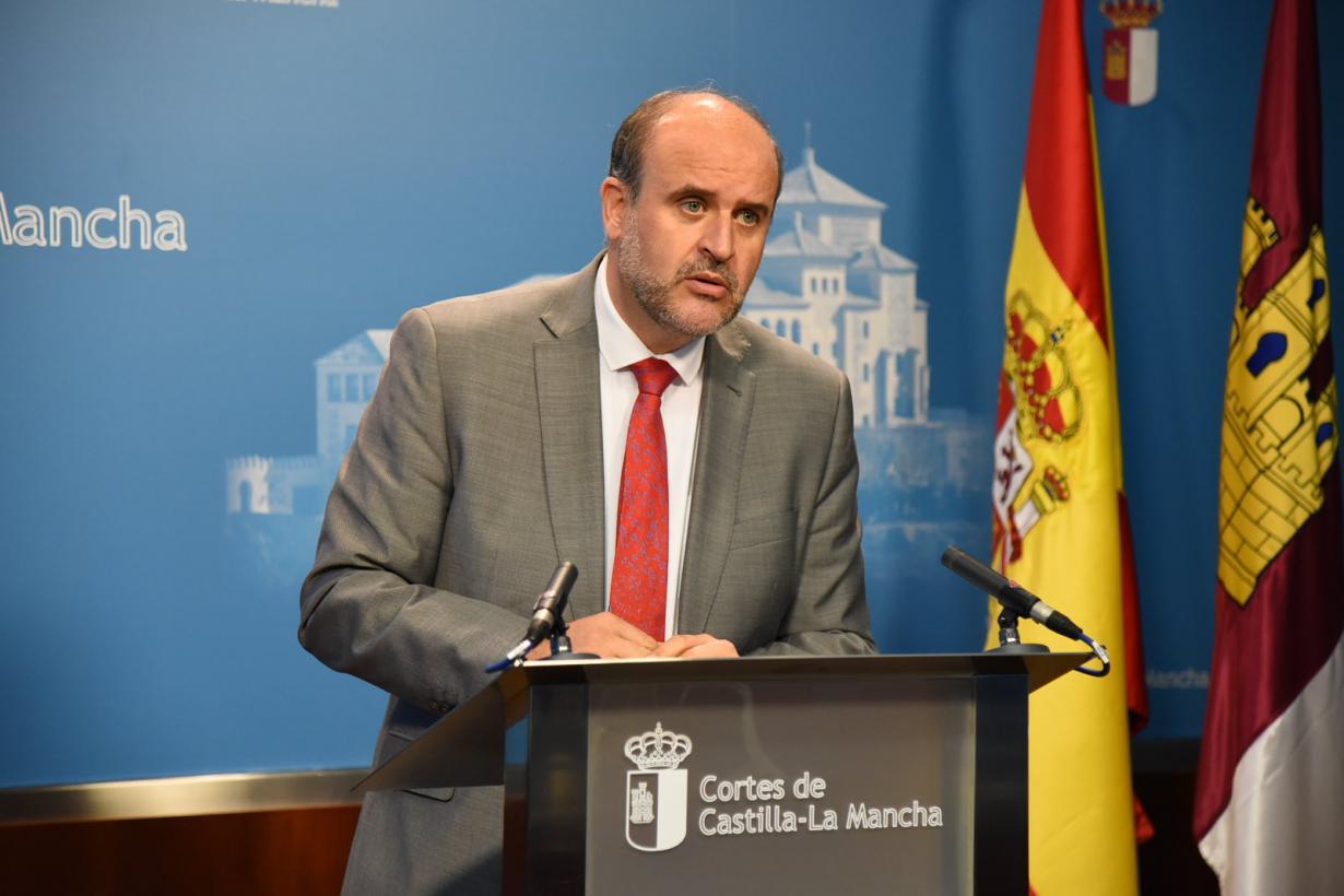 El Gobierno de Castilla-La Mancha plantea una ley de medidas urgentes que simplifique los trámites a las empresas que quieran instalarse en la región