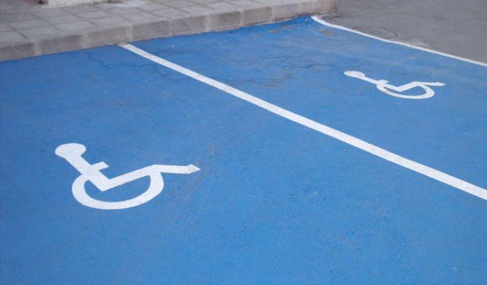 El Gobierno de Castilla-La Mancha ha alcanzado la cifra de 4.500 tarjetas de estacionamiento para personas con discapacidad con movilidad reducida en 2019