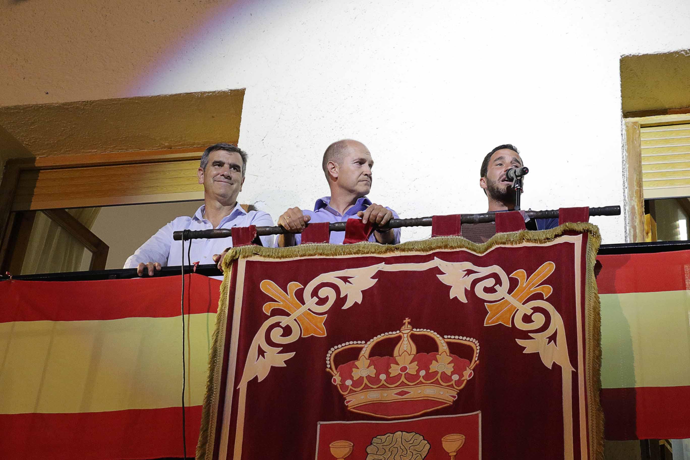 Emilio Mínguez, policía alcarreño campeón del mundo de Kempo, pregonó anoche las fiestas de Pareja