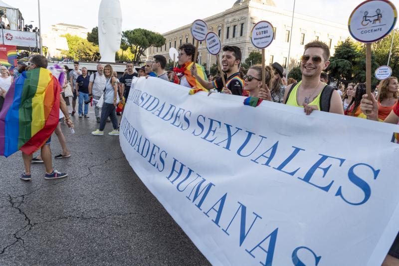 Los jóvenes prefieren el 'click' a la pancarta: apoyan más firmar por una causa que manifestarse