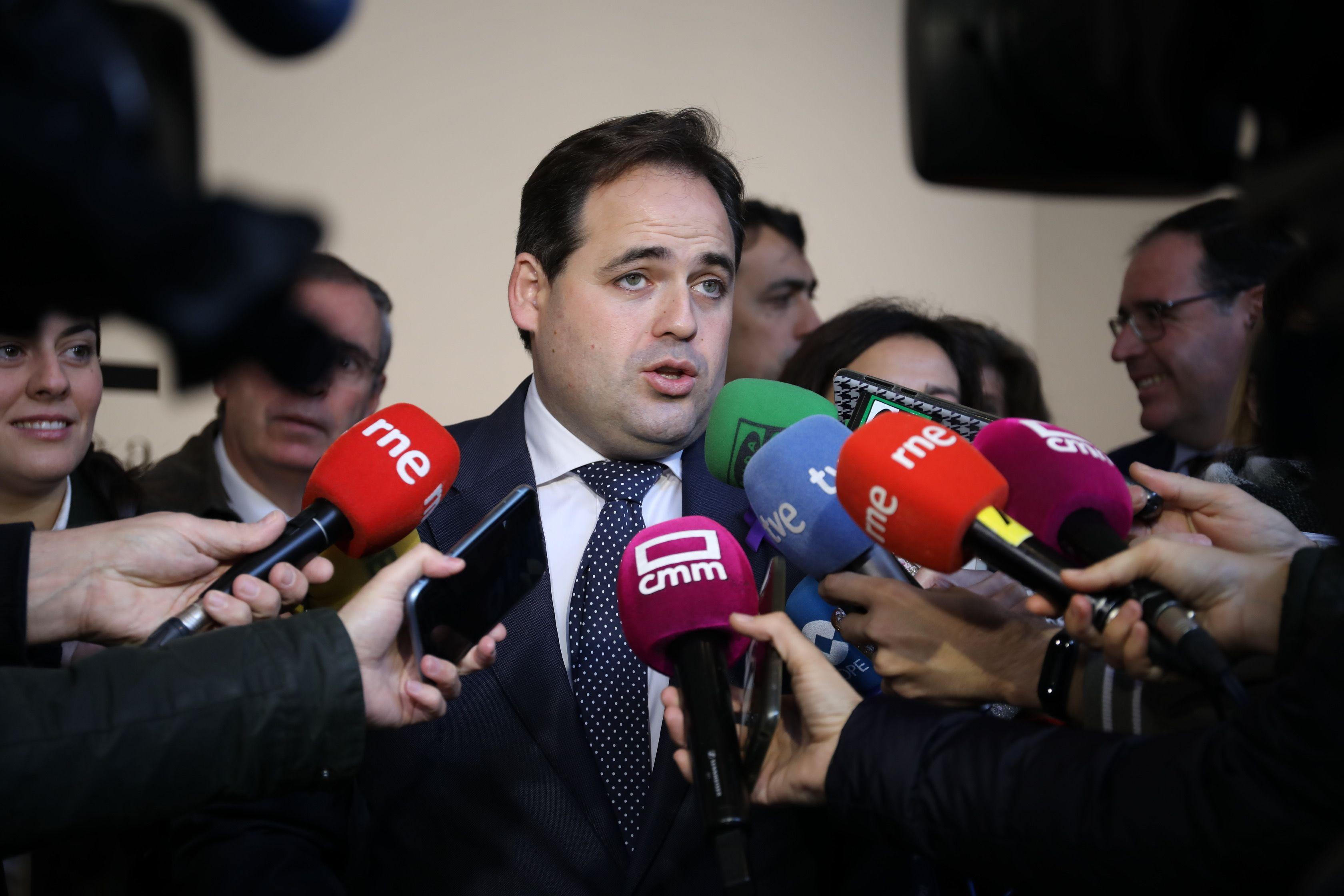 Núñez acusa a Page de ser el cómplice necesario de la traición que el PSOE de Sánchez está consumando con nuestro país al anteponer los intereses de su partido frente a los de España