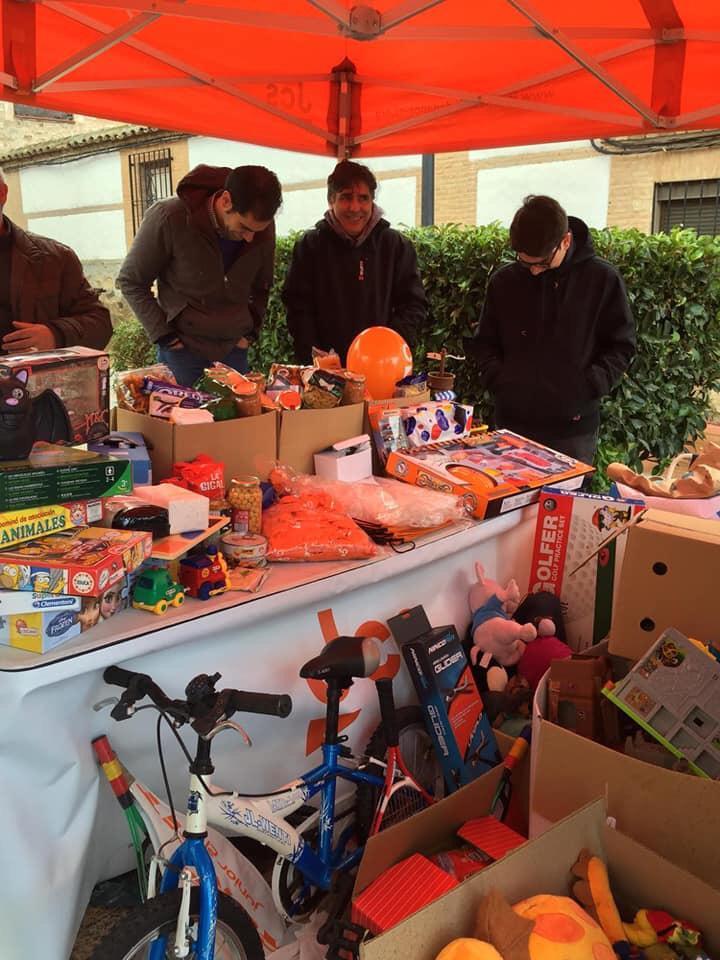 Más de 6000 jóvenes colaboran en la tercera recogida de juguetes y alimentos de JCs