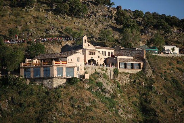 La Cofradía del Valle continúa con las misas mensuales en la Ermita