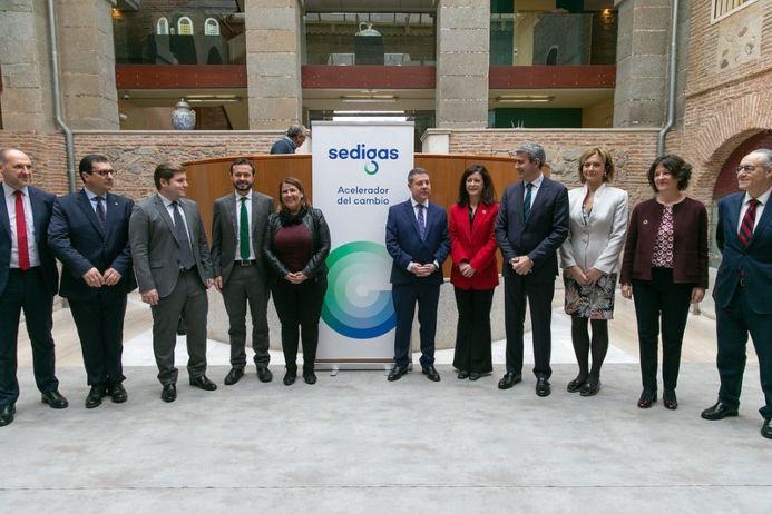García-Page anuncia que todos los centros públicos de la Junta se abastecerán de energía renovable a finales de 2021