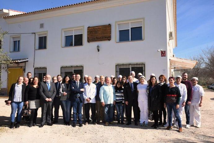 """El Gobierno regional reconoce la panadería 'El Rincón del Segura' como """"un símbolo y ejemplo de lucha contra la despoblación"""""""